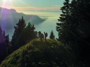 Routiers en marche en montagne